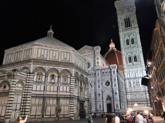 Florence Baptistery and Santa Maria del Fiore overnight