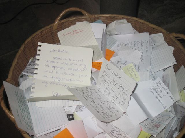 The basket with messages destined for Beatrice