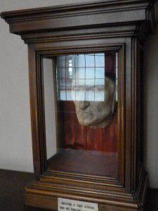 Dante death mask in its showcase