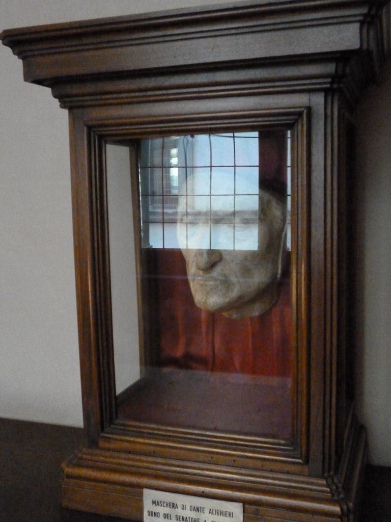 Dante death mask in its showcase