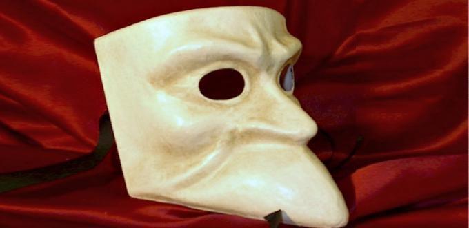 A Bauta mask