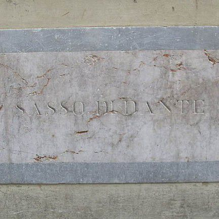 The stone of Dante inscription