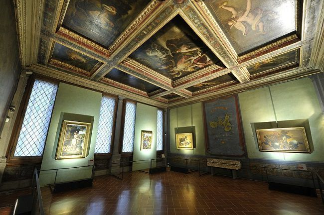 Uffizy Gallery, copies of the Battle of Anghiari showcased in the Hall of Maps