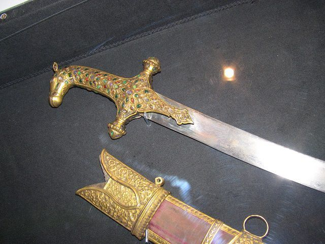 sword-handle-gold