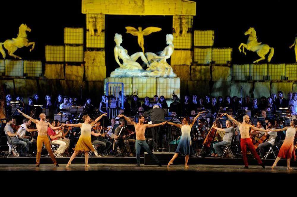 Dancers at Andrea Bocelli's Concert