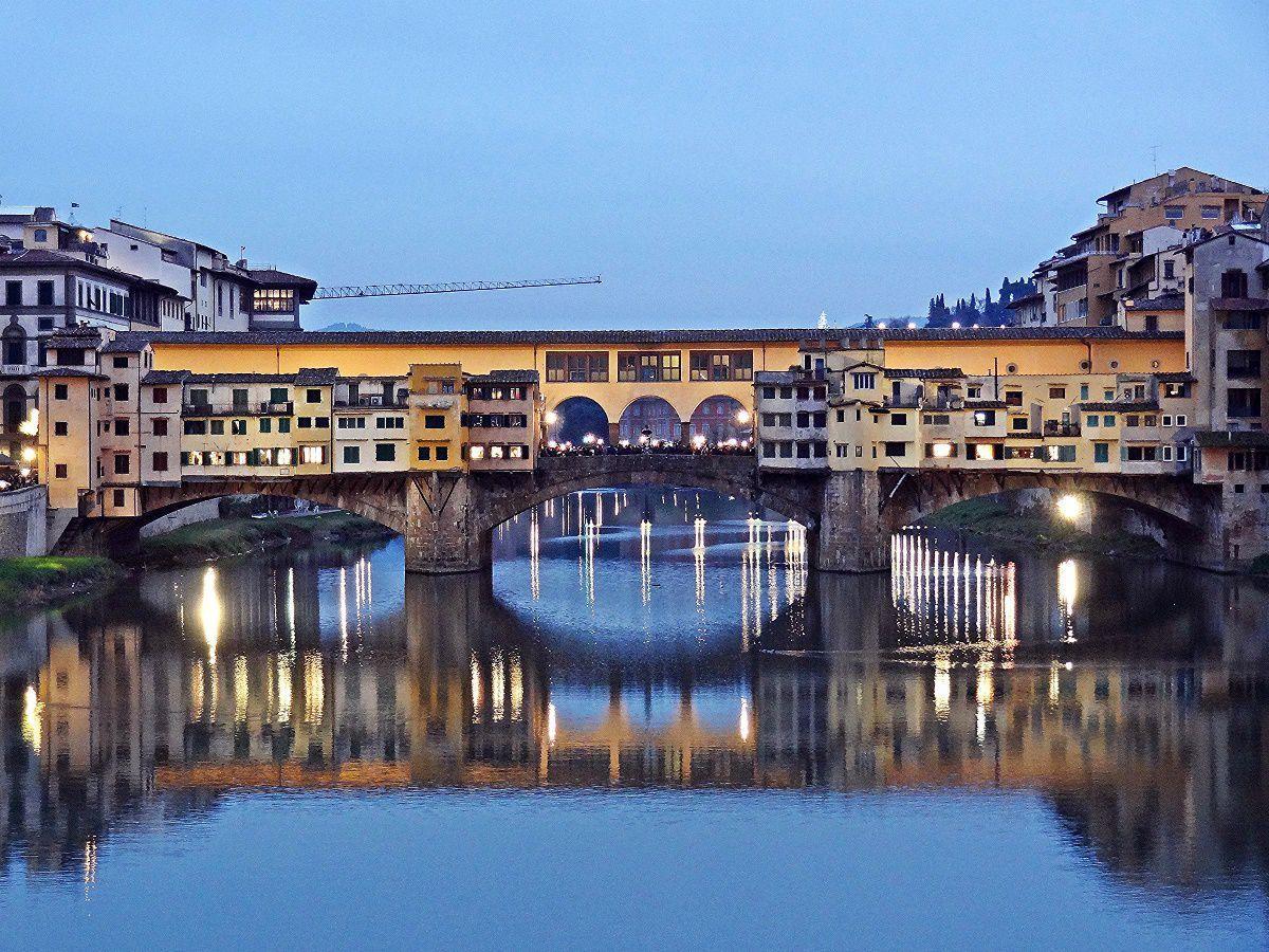 Ponte Vecchio, Arno River, Florence by Revol Web – CC by 2.0